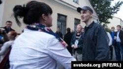 Дмитрий Дашкевич у ворот гродненской тюрьмы.