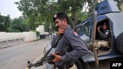 Пакистанська охорона біля консульства США в Лагорі, 5 серпня 2013 року