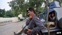 Ахоўнік ня консульства ЗША ў Лахоры