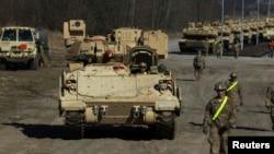 АҚШ-тың M1 Abrams әскери танктері. Польша, 18 наурыз 2015 жыл.