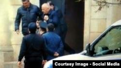 MTN generalı Akif Çovdarov, məhkəmədən həbsxanaya aparılarkən (youtube screenshot)