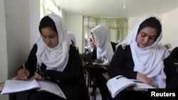 آرشیف، شاگردان اناث در یکی از مکاتب کابل