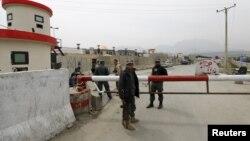 Pamje e forcave të sigurisë në hyrje të ndërtesës së parlamentit në Kabul