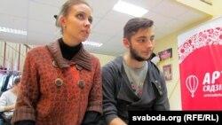 Аляксей Сапрыкін у ролі Браніслава Тарашкевіча і Алена Жукоўская ў ролі ягонай жонкі