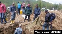 В Кыргызстане на деревню сошел оползень: погибли 24 человека