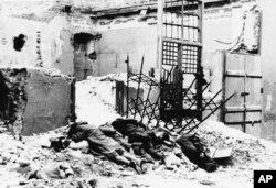 Imagine din 1943 în ghetto-ul Varșoviei