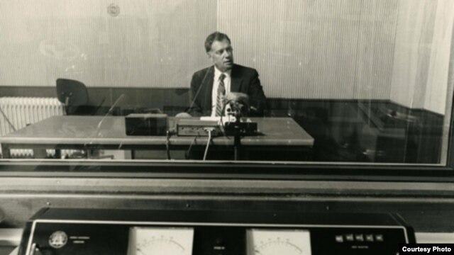 Vlad Georgescu în studioul Europei Libere de la München