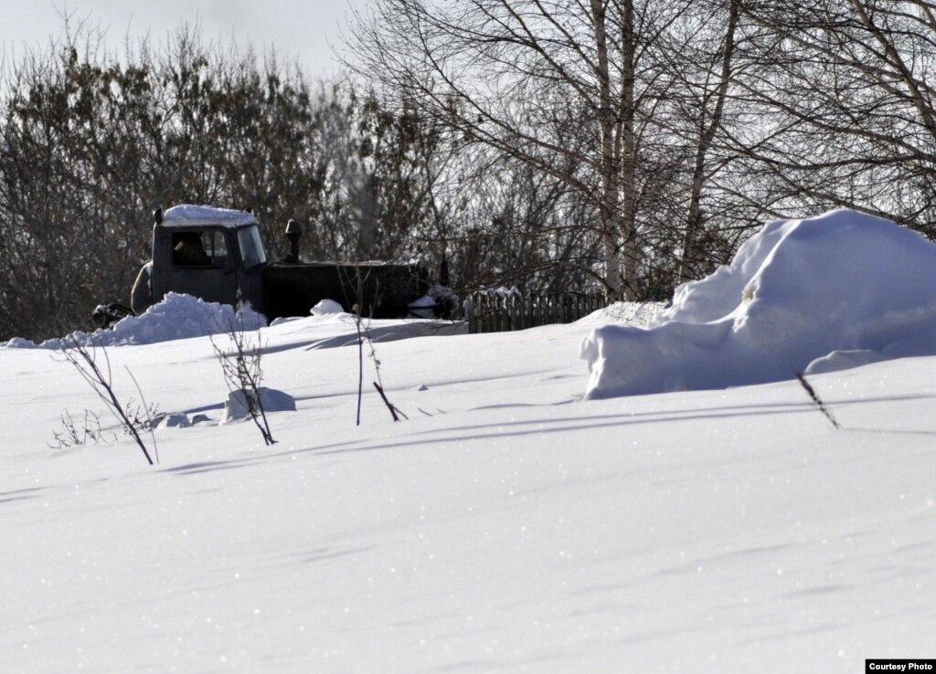 Снег обе�а�� �а��и��и�� по�ле �енде�а