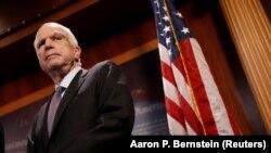 Республиканец Джон Маккейн, глава комитета сената США по делам обороны.
