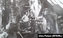 Группа литовцев на лесоповале в Красноярском крае. 1949 год. Фото из личного архива.