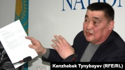 Kazakh journalist Ramazan Esergepov at his first press conference following his release from prison.