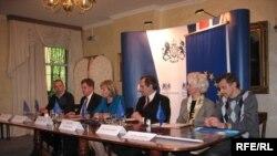 Падчас прэс-канфэрэнцыі арганізатараў і ўдзельнікаў фэстывалю ў амбасадзе Вялікабрытаніі.