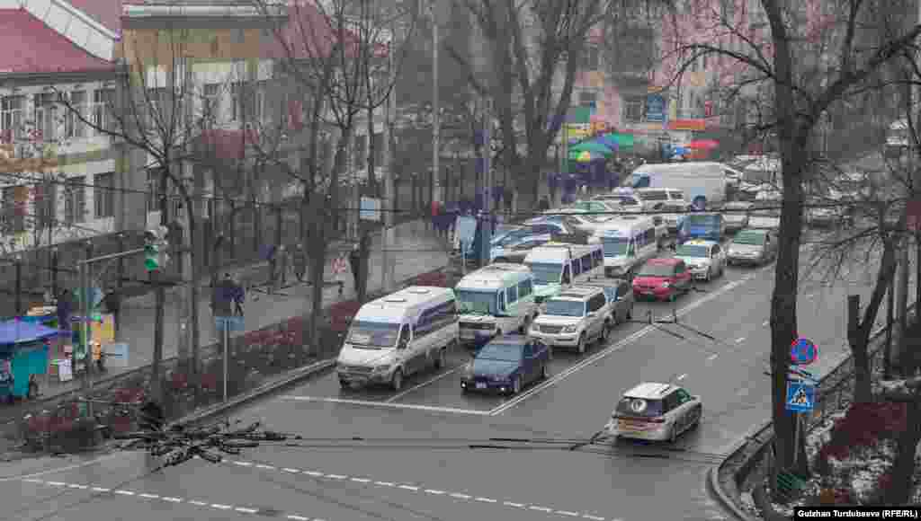 Перекресток улицЧуй – Бейшеналиева.