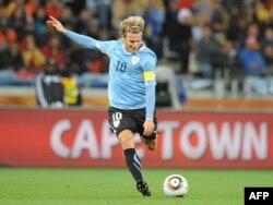 2010 жылғы әлем чемпионатында Уругвай ұлттық құрамасының шабуылшысы Диего Форланның гол соққан сәті. Оңтүстік Африка, Кейптаун, 6 маусым 2010 жыл.