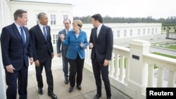 Премьер-министр Великобритании Дэвид Кэмерон, президент США Барак Обама, президент Франции Франсуа Олланд, канцлер ФРГ Ангела Меркель и премьер-министр Италии Маттео Ренци