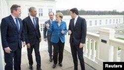 اوباما در کنار کامرون و رنتزی (نخستوزیر بریتانیا و ایتالیا-چپ و راست)، اولاند (رئیسجمهوری فرانسه-پشت) و مرکل (صدر اعظم آلمان)