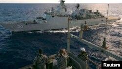 Ekuipazhi i anijeve në Oqeanin Indian në kërkim të aeroplanit të zhdukur të Malajzisë