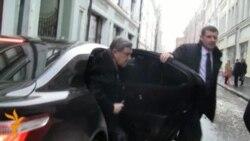 Григорий Явлинский сдает подписи в ЦИК