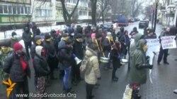 Під Генпрокуратурою вимагають звільнити 200 активістів