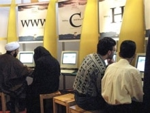 Iran -- People surf the internet at a cafe in Tehran, 03Jun2001