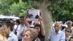 Ցուցարարները պահանջեցին ազատ արձակել ընդդիմադիր ակտիվիստներին