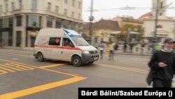 Mentőautó a koronavírus-járvány idején, Budapesten
