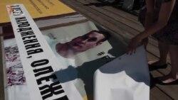 У центрі Києва вивісили банер із привітанням Олега Сенцова з 40-річчям (відео)