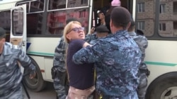 Полиция задержала объявивших голодовку дольщиков в Астане