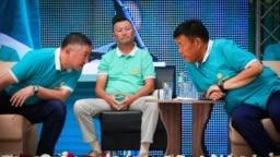 Канатбек Исаев и Шаршенбек Абдыкеримов на съезде партии «Кыргызстан». 20 августа 2020 г.