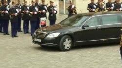 Putin mirëpritet nga presidenti francez Macron