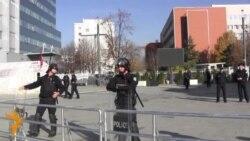 Protestuesit përplasen me policinë
