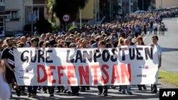 """""""В защиту наших рабочих мест"""" - демонстрация работников обанкротившейся компании Fagor в Мондрагоне 18 октября 2013 года. Предоставив Fagor 300 млн евро, кооператив отказал ей в дальнейшей помощи."""
