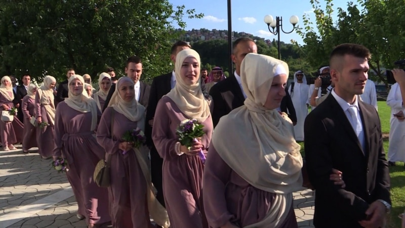 Sixty Couples Married In Sarajevo In Mass Islamic Wedding Ceremony