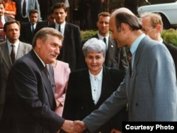 Лех Валэнса, Эльжбета Смулкова і Зянон Пазьняк. 1993 год