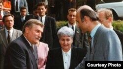 Лех Валэнса, Эльжбета Смулкова і Зянон Пазьняк, чэрвень 1993 году
