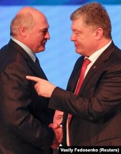Петро Порошенко (праворуч) і Олександр Лукашенко. Гомель, 26 жовтня 2018 року