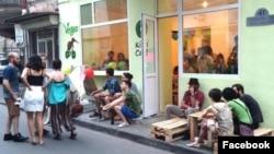 Вегетарианское кафе, на которое минувшей ночью было совершено нападение, мало известно широкой публике, однако снискало популярность у грузинских анархистов и левых