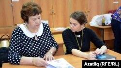Хәнисә Алишина һәм Надежда Рагулина киңәшләшә
