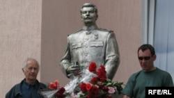 Стариот споменик на Сталин во Запорожје.