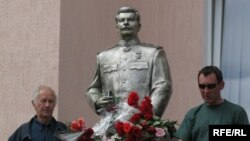 Zaporizhzhya's Stalin monument in May, with head