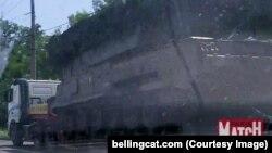 """""""Бук"""" на тягаче """"Вольво"""" - одна из первых фотографий, сделанных очевидцами проезда ракетной установки по Донецкой области"""