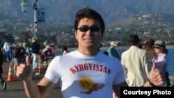Сүрөттө Марат Гаипов - кыргызстандык программист, Лос-Анжелес.