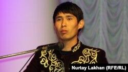 Аян Сейітов, айтыскер ақын. Алматы, 8 мамыр 2013 жыл.