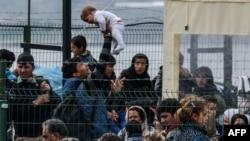 گروهی از پناهجویان در نواحی مرزی ترکیه