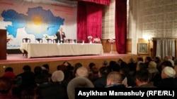 Жалпыұлттық социал-демократиялық партия төрағасы Жармахан Тұяқбай партия съезін ашып тұр. Алматы, 30 қаңтар 2016 жыл.