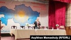 Председатель ОСДП Жармахан Туякбай на открытии партийного съезда. Алматы, 30 января 2016 года.