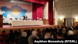 Председатель Общенациональной социал-демократической партии Жармахан Туякбай открывает ее съезд. Алматы, 30 января 2016 года.