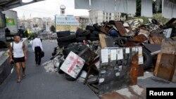 Майдандағы белсенділер тұрғызған баррикадалар. Киев, 8 тамыз 2014 жыл.