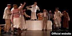 Театр «Мамро», вистава «Гамлет у селі Глухе Нижнє»