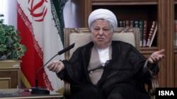 اکبر هاشمی رفسنجانی میگوید سال ۱۳۶۸ که او ریاست قوه مجریه را بر عهده گرفت، «درآمد ارزی کشور هشت میلیارد دلار» بود.